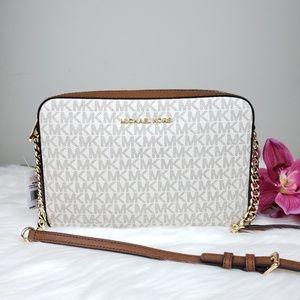 🌺NWT Michael Kors LG EW crossbody bag Vanilla MK